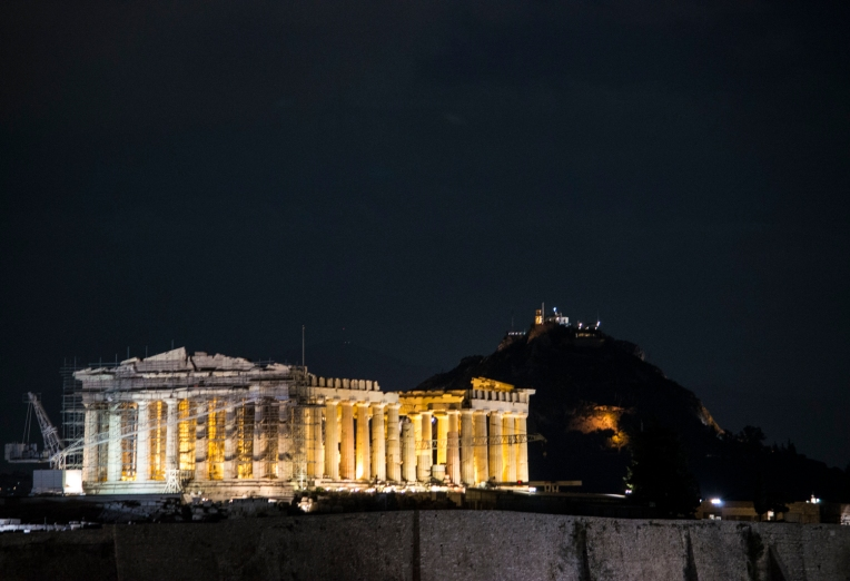 parthenon-with-lights